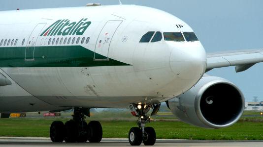 Volo Alitalia Palermo-Roma parte con 4 ore di ritardo, passeggeri bloccati a bordo